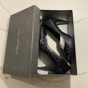 Via Spiga Graphite Crocodile Leather Pump